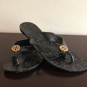 Tory Burch patent leather black/gold flip-flops